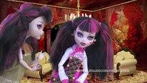 Juguetes de MONSTER HIGH en español - Draculaura y la malvada hermana gemela - Historia con muñecas