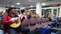 Trois musiciens irlandais mettent l'ambiance dans un aéroport (Vidéo)