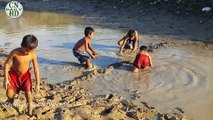 Wow! Amazing Children Catch Big Fish - Fishing At Siem Reap Province - Cambodia Traditional Fishing