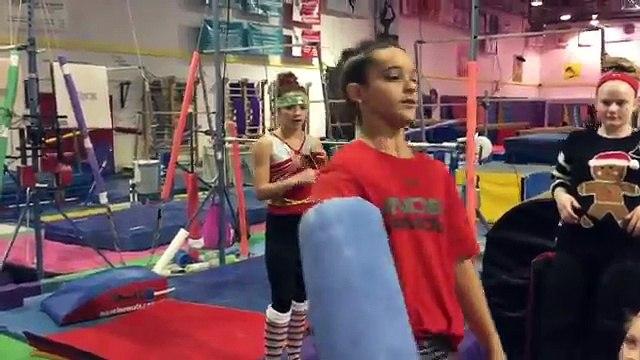 Christmas Challenge | Giggly Girls | Gymscool