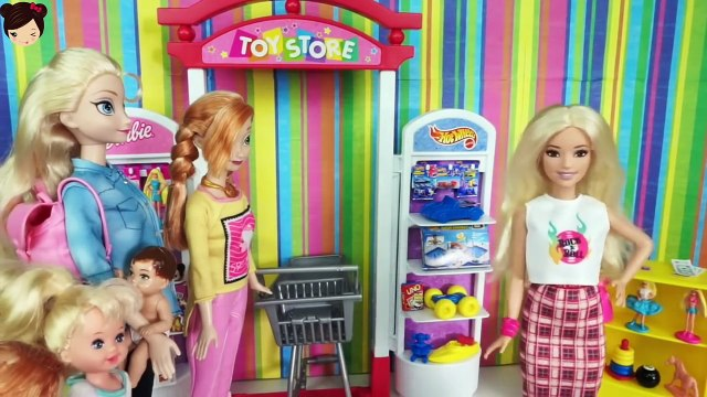 Elsa & Anna Toddlers Go Shopping at the Toy Store Playset - Playing with Frozen Dolls Barbie Toys