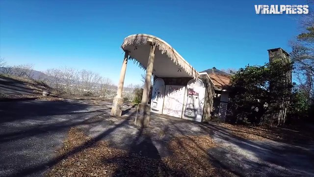 Inside The Abandoned Tiki Palace Swingers Mansion In Tennessee