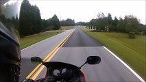 Pire pilote de moto.. il tombe tout seul dans un virage !