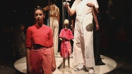 Londres acoge las marionetas de la diseñadora Phoebe English