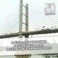 Brésil: 245 personnes sautent à l'élastique en même temps et du même pont