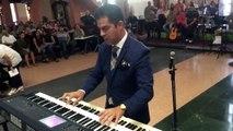 Génial : un marié fait patienter les invités en jouant des musiques de films au synthé !