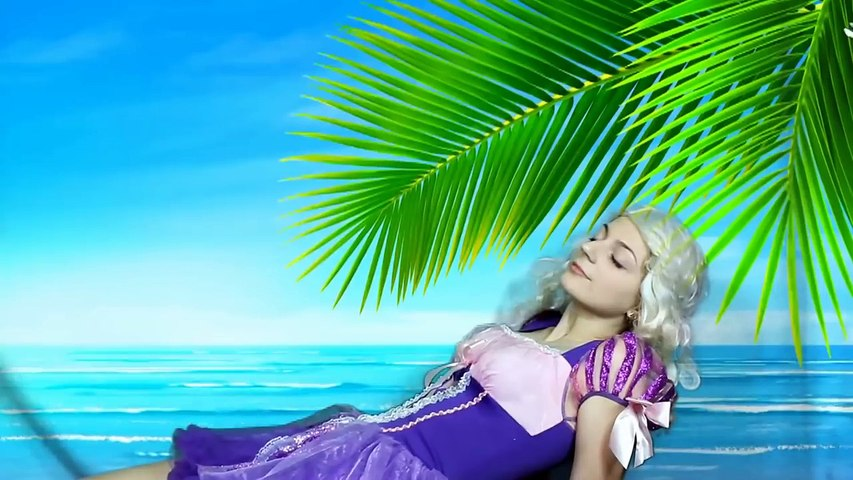 Siêu Nhân NGƯỜI NHỆN và NỮ HOÀNG BĂNG GIÁ ELSA ♥ Joker cắt áo công chúa Elsa | Godialy.com