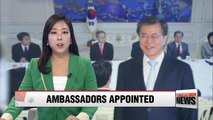 President Moon awards credentials to newly appointed ambassadors to the 'Four Powers'