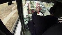 Pas facile de conduire un camion de pompier avec une grande échelle