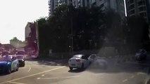 Bizarre une voiture fantôme déboule de nulle part et provoque un accident !