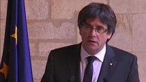 """Catalogne: Carles Puigdemont ne convoque pas d'élections faute de """"garanties"""", le bras de fer avec Madrid continue"""