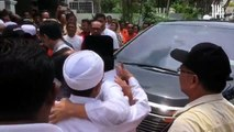 Shafie Apdal greeted at his house by his supporters