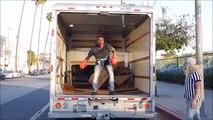 Ušli su u prikolicu kamiona da ukradu robu koja se nalazila unutra… BOLJE DA NISU!