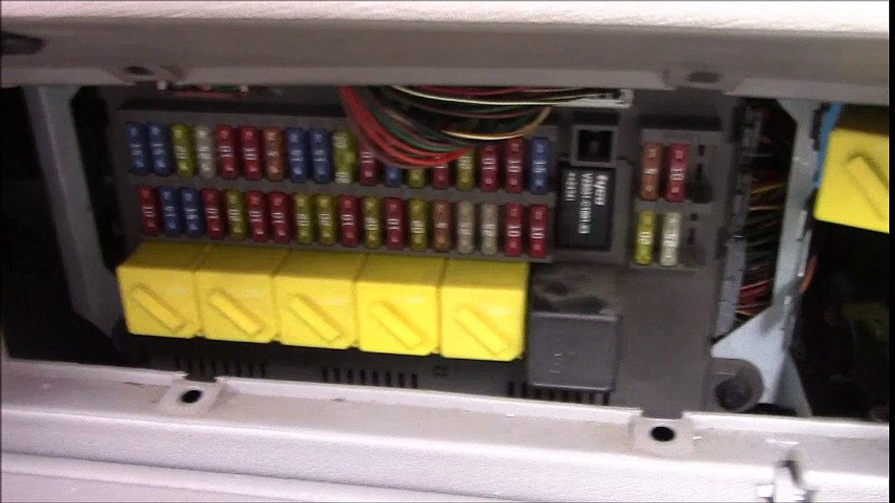 Land rover freelander inside car internal fuse box and relays location and  id ( horn , windows , lights , main etc ) - video dailymotionDailymotion