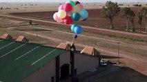 """Un aventurier réalise le voyage du film """"Là-haut"""" attaché à 100 ballons gonflés à l'hélium"""