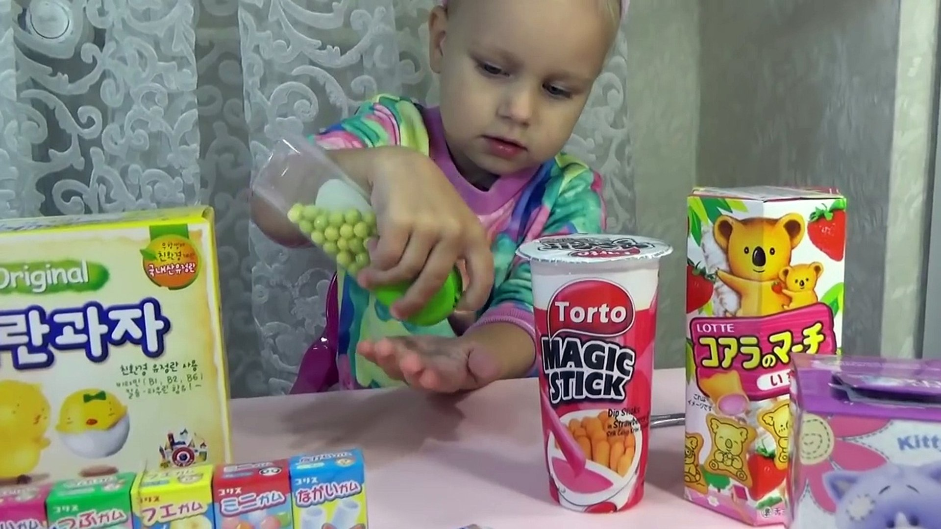 ВКУСНЯШКИ из Японии Алиса пробует Delicious products from Japan unboxing candy bubble gum