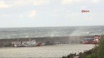 Zonguldak'ta Dalgalar, Liman Duvarını Aştı