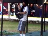 Le fils de Bob Marley met ses dreadlocks dans un sac à dos pour jouer au foot !