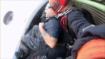 Il perd son dentier pendant un saut en parachute !