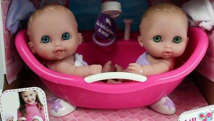 Twin Baby Dolls Bathtime Lil Cutesies Babies Bathtube w/ Shower How to Bath a Baby Doll Toy Videos