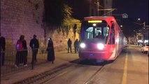 Tramvay Yoluna Giren Araç Nedeniyle Seferler Aksadı
