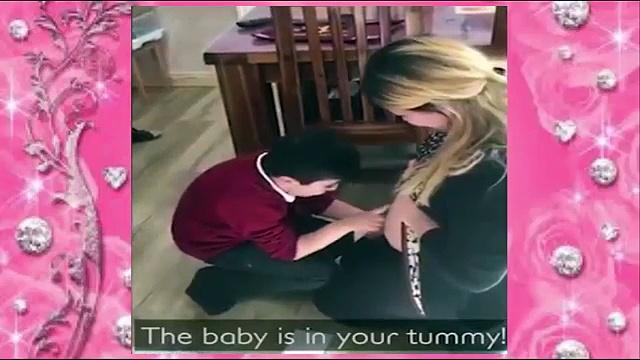 Gëzohet që nëna e tij është shtatzënë, reagimi mbresëlënës i vogëlushit derisa ia përqafon barkun