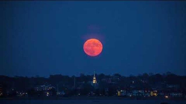 Full Moon Rises in Rhode Island