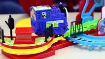 THOMAS AND FRIENDS IL TRENINO THOMAS CON SUONI - giochi per bambini - trenino elettrico e pista