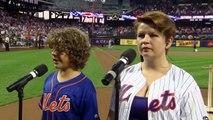 Dustin de Stranger Things chante l'hymne américain avec sa soeur ! Gaten et Sabrina Matarazzo