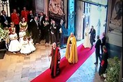 KATE MIDDLETON ARRIVING AND WALKING DOWN THE AISLE AT WESTMINSTER ABBEY