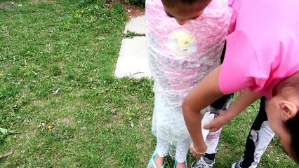 BUBBLE WRAP CHALLENGE EXTREME! Family Fun Activities Mommy vs Bad Kids