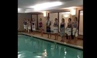 Divin : les chants d'une chorale au bord d'une piscine de leur hôtel !
