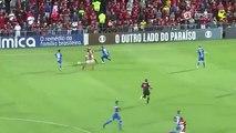 Lucas Paquetá dá drible desconcertante em jogadores do Cruzeiro