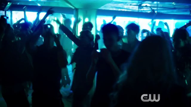 Exclusive Clip: Killer Frost Confronts Katee Sackhoff in The Flash S04E05