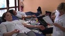 Coralie nous explique pourquoi elle donne son sang