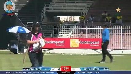 Super Performance - Pakistan Women Cricket Team Took 5 wickets in 6 balls against New Zealand women