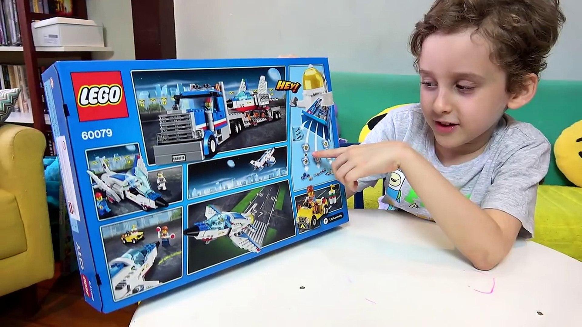 PAULINHO E O LEGO CITY TRANSPORTADOR DE AVIÃO A JATO c/ Caminhão - Brinquedos Lego para Criança