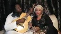 madiare drame et guimba kouyaté - La griotte Madjaré Dramé chante pour une de ses...