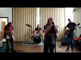 Pire groupe de musique jamais vu... Pour une fois le métal est drôle !