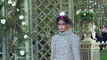 Haute couture: défilé Chanel au Grand Palais à Paris