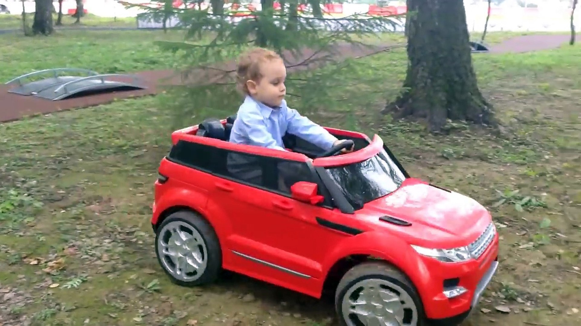 Тимур играет. Видео про машинки для детей. Playing kid. Kids ride on car, toy cars.