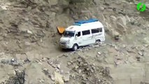 Route de montagne de extrêmement dangereuse