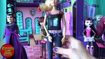 Игрушки Школа монстров, серия 108, Фотосесия с помощью Barbie Photo Fashion со встроенной фотокамеро