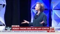 Las Vegas :Lors d'un discours Hillary s'est fait jeter une chaussure, créant un moment viral instantané.