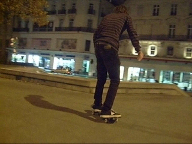 chris_flip et front grind to front shuv-it out au ralim