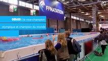Journée mondiale des enfants: Le nageur Frédérick Bousquet prend une leçon avec Maya et Naëlle