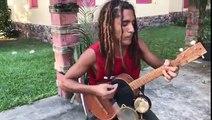 Il reprend Bob Marley en jouant sur plusieurs instruments en même temps