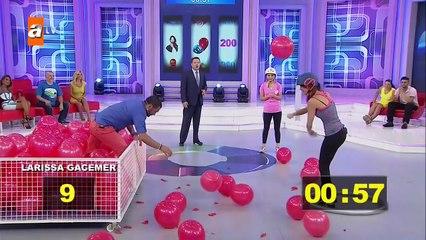 Döndür Şansını 19 Bölüm - Balon Patlatma Oyununda Larissa Gacemer'den Harika Performans