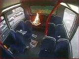 Ce jeune lance un incendie à l'arrière d'un bus à double étage à Londres