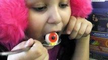 Bad BABY Nocifs des enfants et le Clown Tueur délogé les yeux des vidéos drôles pour les enfants knocked out the eye of the Killer Clown a lot of eyes on the body